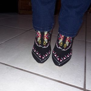 NWT IMPORTED EMBROIDERED ANKLE BOOTS